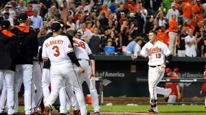 Manny Machado bate o home run da vitória dos Orioles em Baltimore (Foto: USA Today Sports)