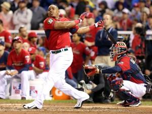 Yoenis Cespedes marca um de seus 30 home runs e conquista mais um título do Home Run Derby da MLB (Foto: USA Today Sports)