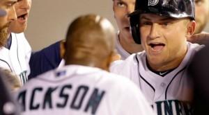 Kyle Seager comemora mais uma home run na temporada e a vitória dos Mariners (Foto: AP)