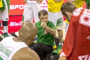 O técnico do Brasil, Rúben Magnano, leva o time para as oitavas de finais, podendo enfrentar seu seu país natal, a Argentina.