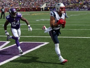 Julian Edelman anota touchdwon em passe de Tom Brady (The Associated Press)
