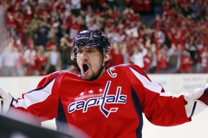 Com 51 gols, Alex Ovechkin foi artilheiro da última temporada da NHL (Foto: Chatsports)