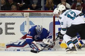 Lundvist alcançou o 51º jogo sem tomar gols, recorde dos Rangers (Foto: NHL)
