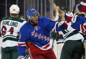 Duclair comemora o gol da virada dos Rangers (Foto: NHL)