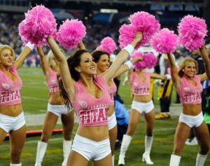 Até as cheerleaders se vestem de rosa para embelezar e propagar o Outubro Rosa