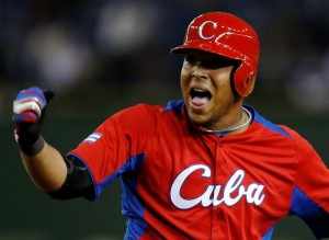 Cubano Yasmani Tomás é sonho de consumo de grandes equipes da MLB
