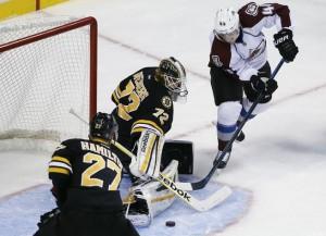 A 0,4 segundo do fim, Daniel Briere marcou o gol da vitória do Avalanche
