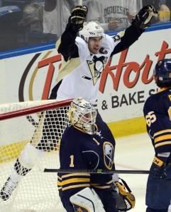 Crosby brilhou com 5 assistências (Foto: AP)