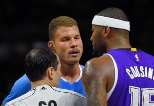 Blake Griffin e DeMarcus Cousins se enceraram durante ótimo jogo no Staples Center (Foto: AP)