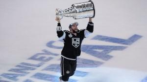 Alec Martinez já tem seu nome marcado na história do Los Angeles Kings (Foto: AP)