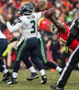 Defesa dos Chiefs pressionou muito Russell Wilson (Foto: The Kansas City Stars)