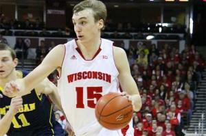 Sam Dekker, de Wisconsin, aparece com candidato ao título de MVP da temporada (Foto: AP)