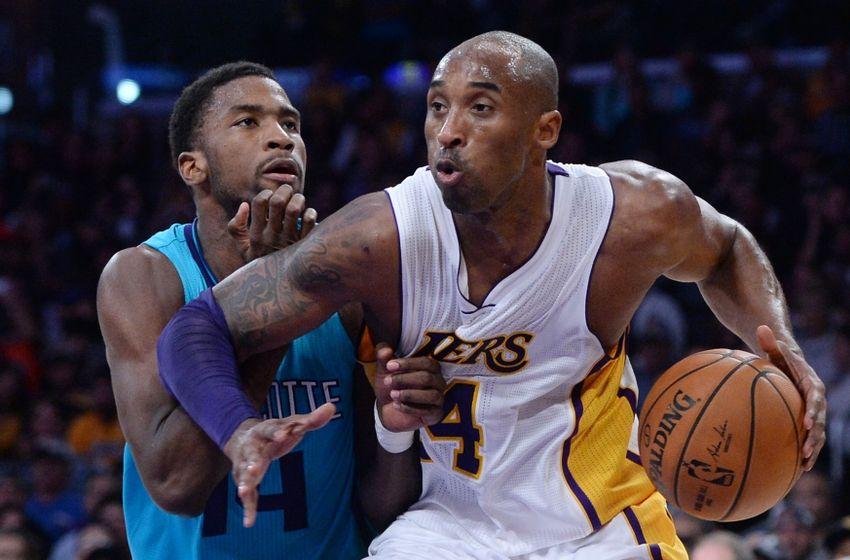 Kobe Bryant anotou 21 pontos na primeira vitória dos Lakers na temporada (Foto: USA Today Sports)