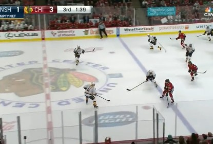 Com gol sem goleiro, Kane mantém série pontuando e Blackhawks vencem - The Playoffs