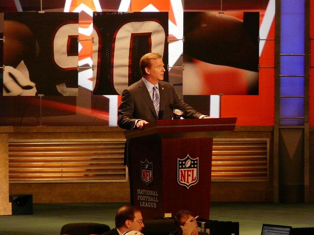 1024px-Commissioner_Goodell_2009_NFL_Draft (1)