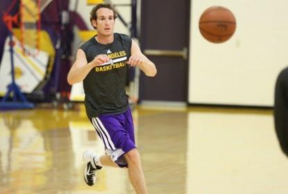 Los Angeles Lakers garante contrato de Marcelinho Huertas - The Playoffs