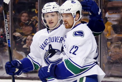 Com gol histórico de D. Sedin, Canucks batem Bruins por 4 a 2 - The Playoffs
