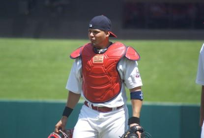 Yadier Molina retira gesso, e Cardinals esperam contar com atleta para o Opening Day - The Playoffs