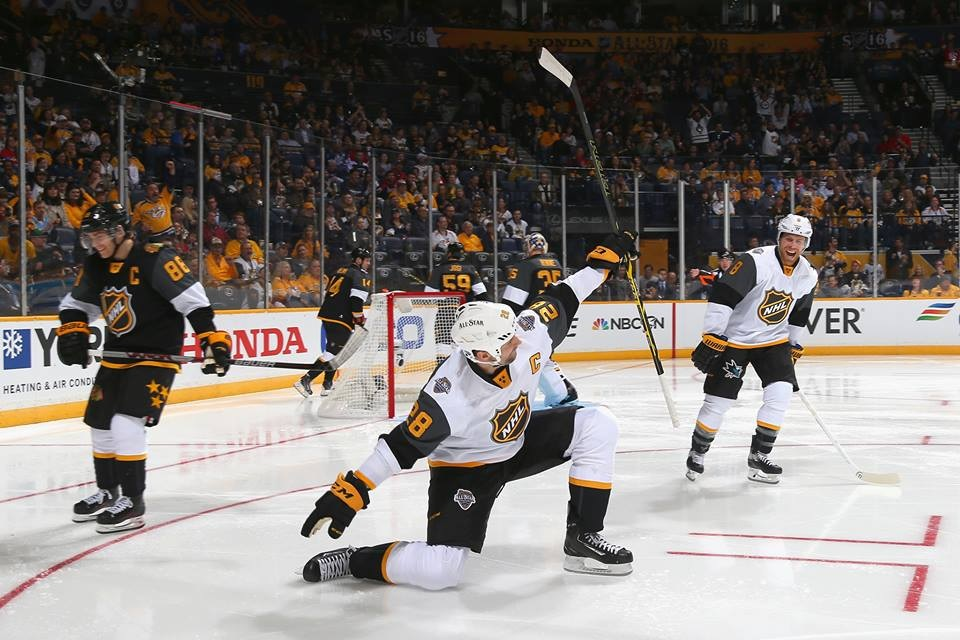 John Scott brilha e Pacífico vence All-Star Game da NHL