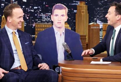 Peyton Manning brinca com a reação do irmão Eli no Super Bowl em programa de TV - The Playoffs
