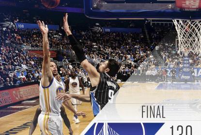 Em noite de recorde de Curry, Warriors batem Magic - The Playoffs