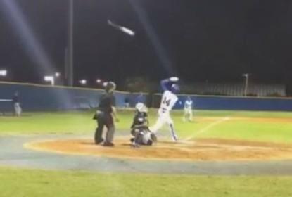 Jogador encarna Bautista e faz um bat flip mitológico - The Playoffs