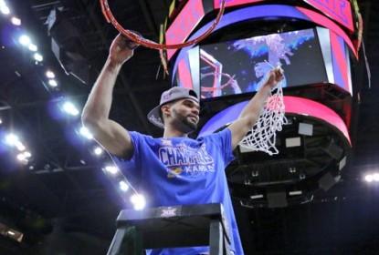 Com grande atuação de trio, Kansas fatura o troféu da Big 12 - The Playoffs