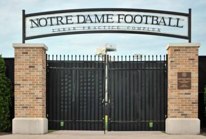 Brian Kelly não decidiu o QB titular de Notre Dame - The Playoffs