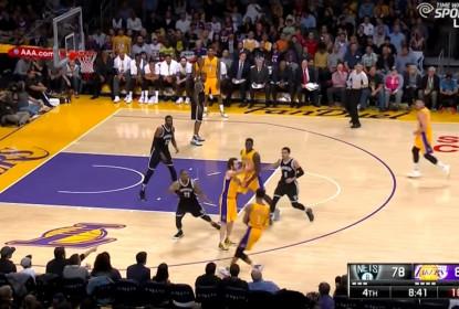 Marcelinho Huertas dá assistência sem olhar na vitória dos Lakers sobre os Nets - The Playoffs