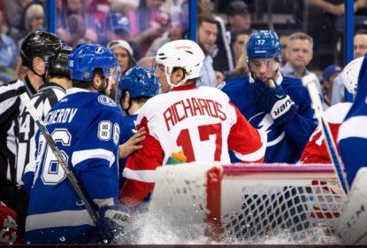 Em jogo de duas viradas Lightning vence Red Wings e abre 1 a 0 nos playoffs - The Playoffs