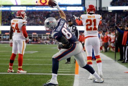 Rob Gronkowski faz 'spike' com boné dos Bills durante casamento em Buffalo - The Playoffs