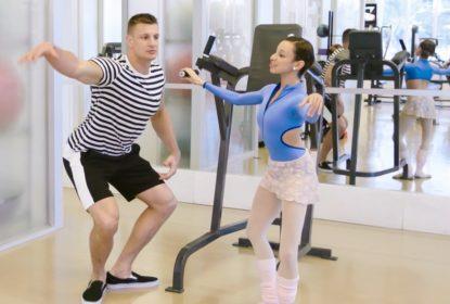 Rob Gronkowski toma aulas de balé com Nathalia Arja - The Playoffs