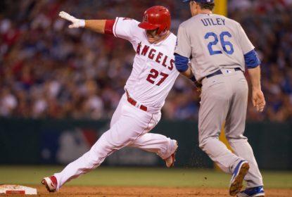 Mike Trout tropeça na segunda base e perde chance de rebatida tripla - The Playoffs