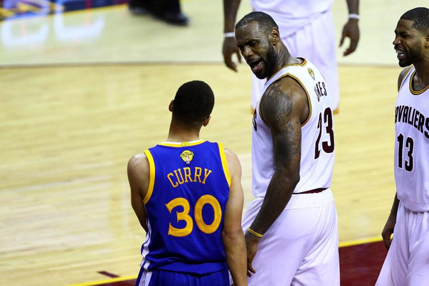 LeBron fala com Curry após toco espetacular no jogo 6 das Finais da NBA de 2016