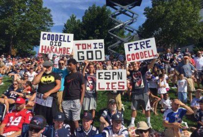 Torcida dos Patriots corneta Roger Goodell - The Playoffs