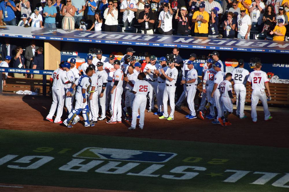 Confraternização de atletas no All-Star Game da MLB em 2016