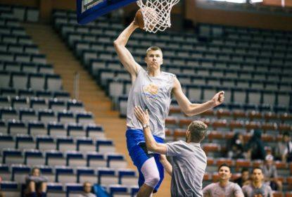 """Kristaps Porzingis: """"objetivo número 1 é ir aos playoffs"""" - The Playoffs"""