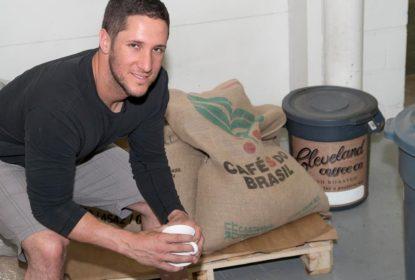Yan Gomes ajuda na fabricação de café brasileiro em Cleveland - The Playoffs