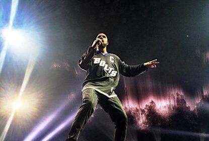Drake veste jersey do Tampa Bay Lightning em show na Amalie Arena - The Playoffs