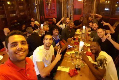 Voluntário é roubado, mas ganha presentes da Seleção Francesa - The Playoffs