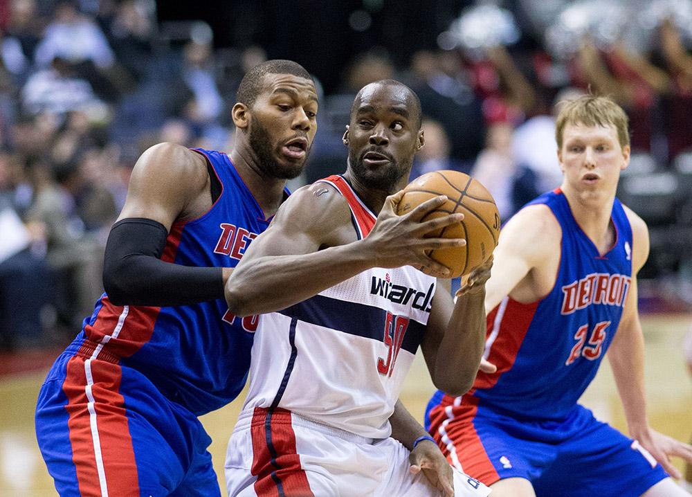 Emeka Okafor em confronto entre Pistons e Wizards em 2013