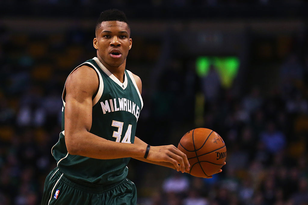 Giannis Antetokounmpo renova com Milwaukee Bucks
