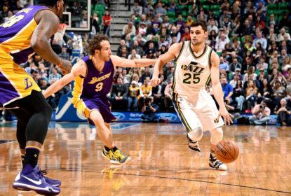 Raulzinho encara Marcelinho Huertas em jogo entre Utah Jazz e Los Angeles Lakers