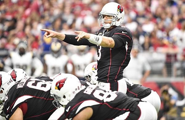 Carson Palmer na partida diante dos Rams, na Semana 4 da NFL.