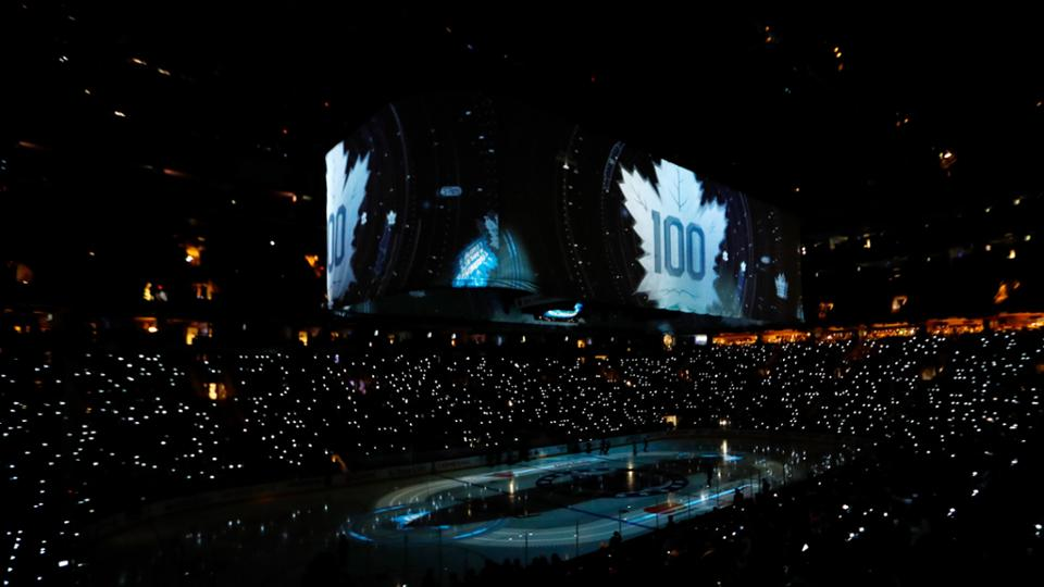 Maple Leafs abre temporada e homenageia ex-jogadores