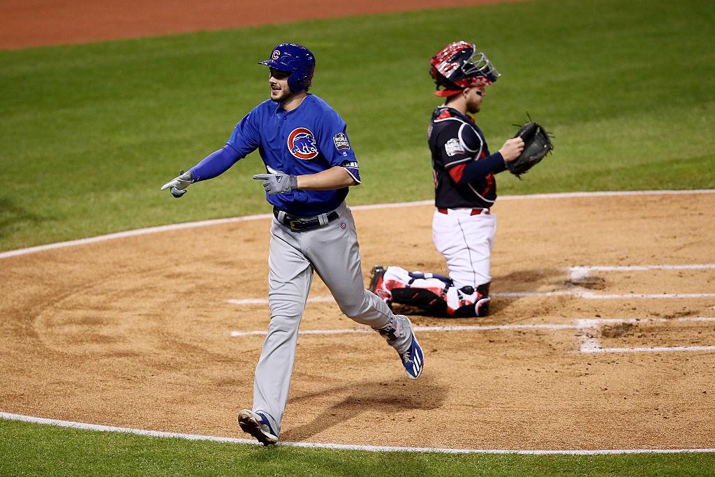 Kris Bryant bate home run em vitória dos Cubs contra os Indians na World Series