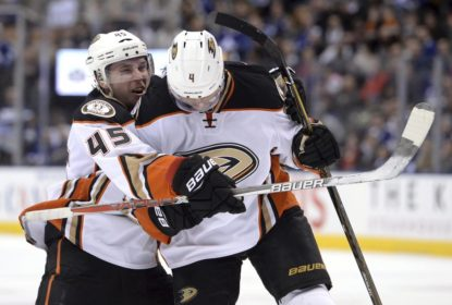 Com show de Gibson, Anaheim Ducks vence Toronto Maple Leafs - The Playoffs
