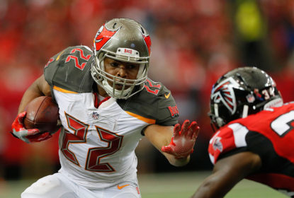 Doug Martin assina novo contrato com o Oakland Raiders - The Playoffs