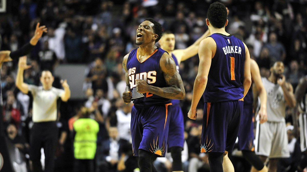 Devin Booker faz 39 e lidera Suns em jogo no México