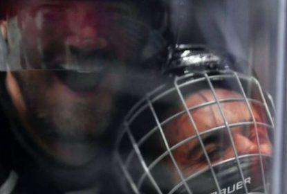 Justin Bieber é colocado contra o vidro em evento do All-Star Weekend da NHL - The Playoffs